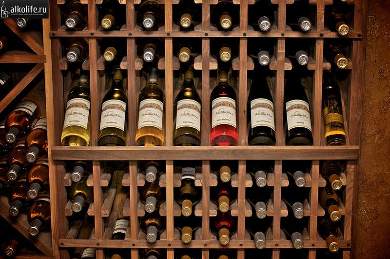 Хранение бутылок с вином в погребе