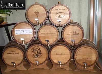 дубовые бочки с виски