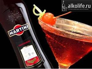 бокал с красным мартини