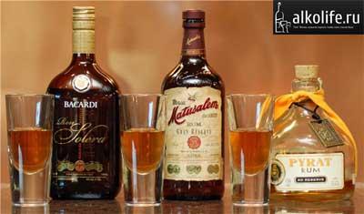 фото трех бутылок рома