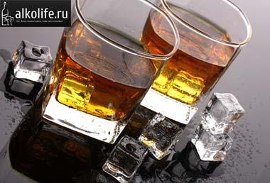 бокалы с коньяком и виски