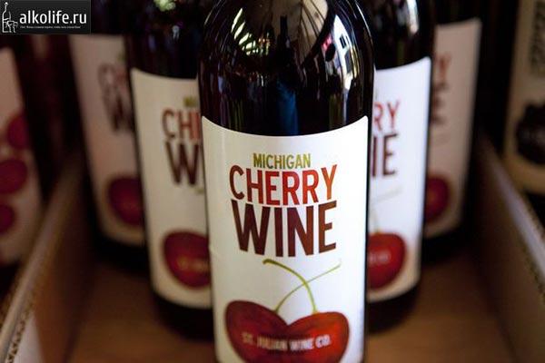 Вишневое вино в бутылках фото