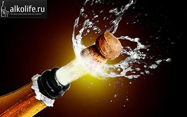 открытая бутылка шампанского фото