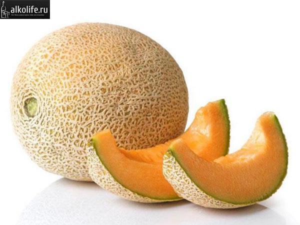 Дыня - основной ингредиент ликера Мидори