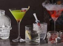Алкогольные и безалкогольные коктейли на Хэллоуин