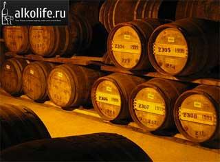 солодовый виски в бочках