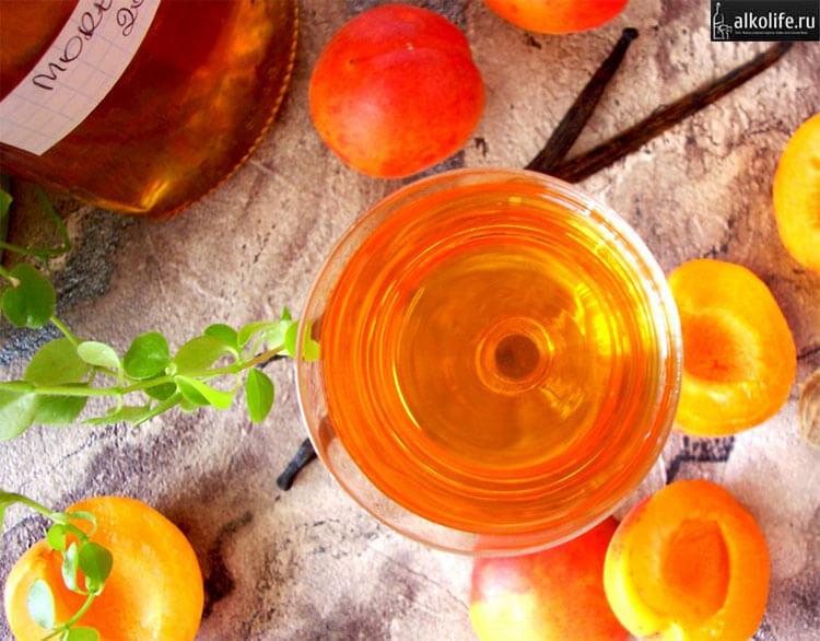 Классическая настойка из абрикосов
