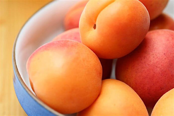 Спелые абрикосы для настойки