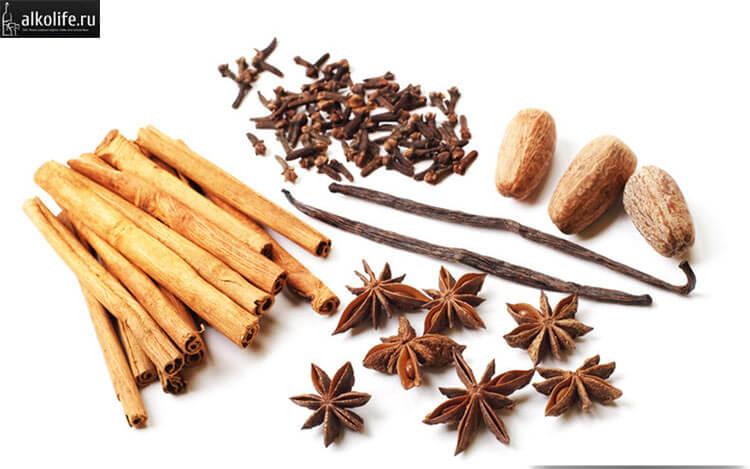 Основные ингредиенты для приготовления ликера Гальяно