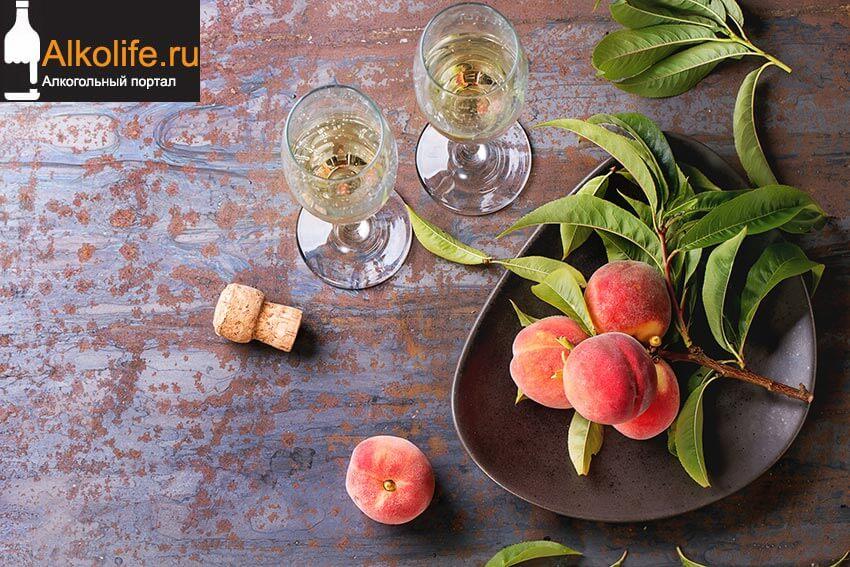 Ликер из персиков со вкусом миндаля