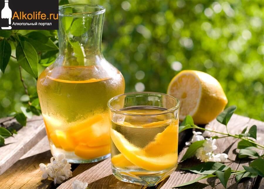 Персиковый ликер с цедрой лимона