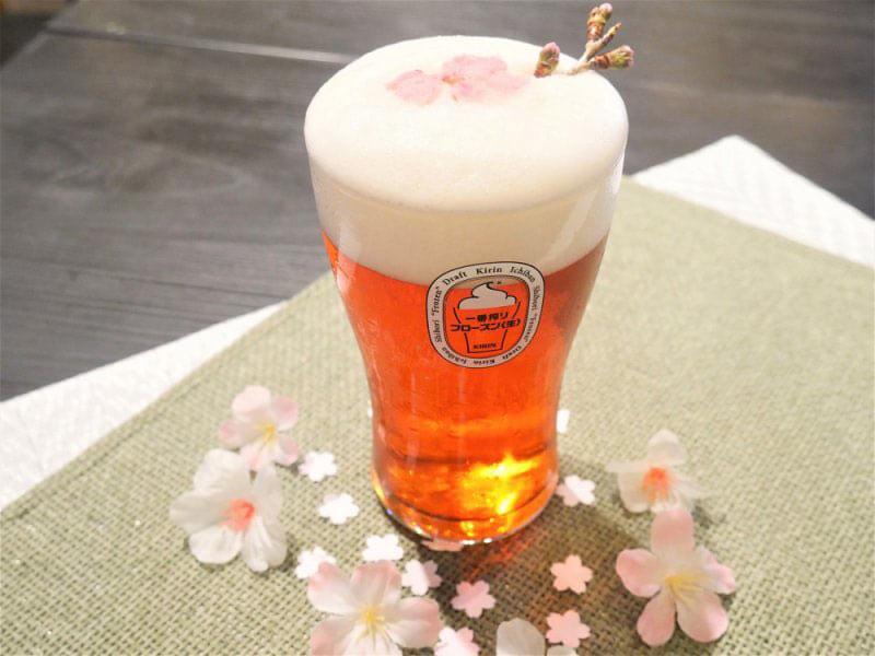 Пиво Сакура в бокале