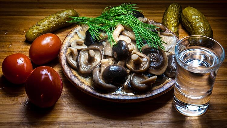Соленые грибы к водке