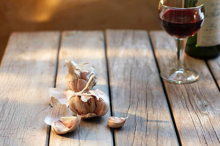 Чеснок и вино для ликера