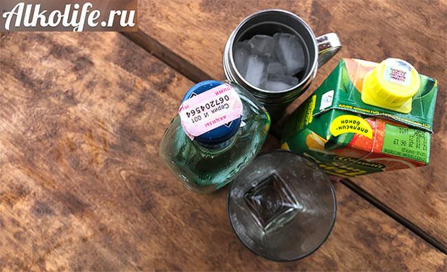 Ингредиенты для смешивания мартини с соком